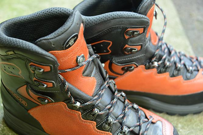 LowaのTicamという登山靴の写真。