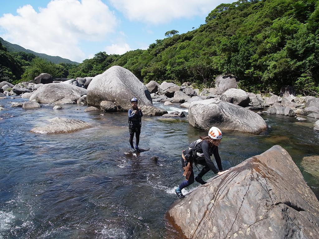 沢登りの遊びポイント。滑る変成岩登り