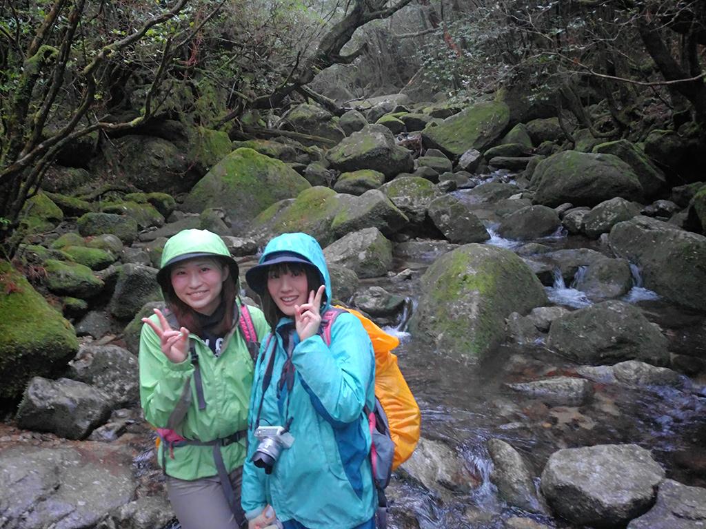白谷雲水峡をゆっくりと歩く事で、その魅力に気付いてくれたお二人の白谷川での写真