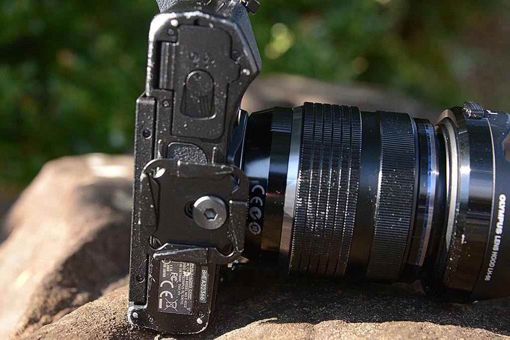 PeakDesignのCLIPSをカメラに装着した写真