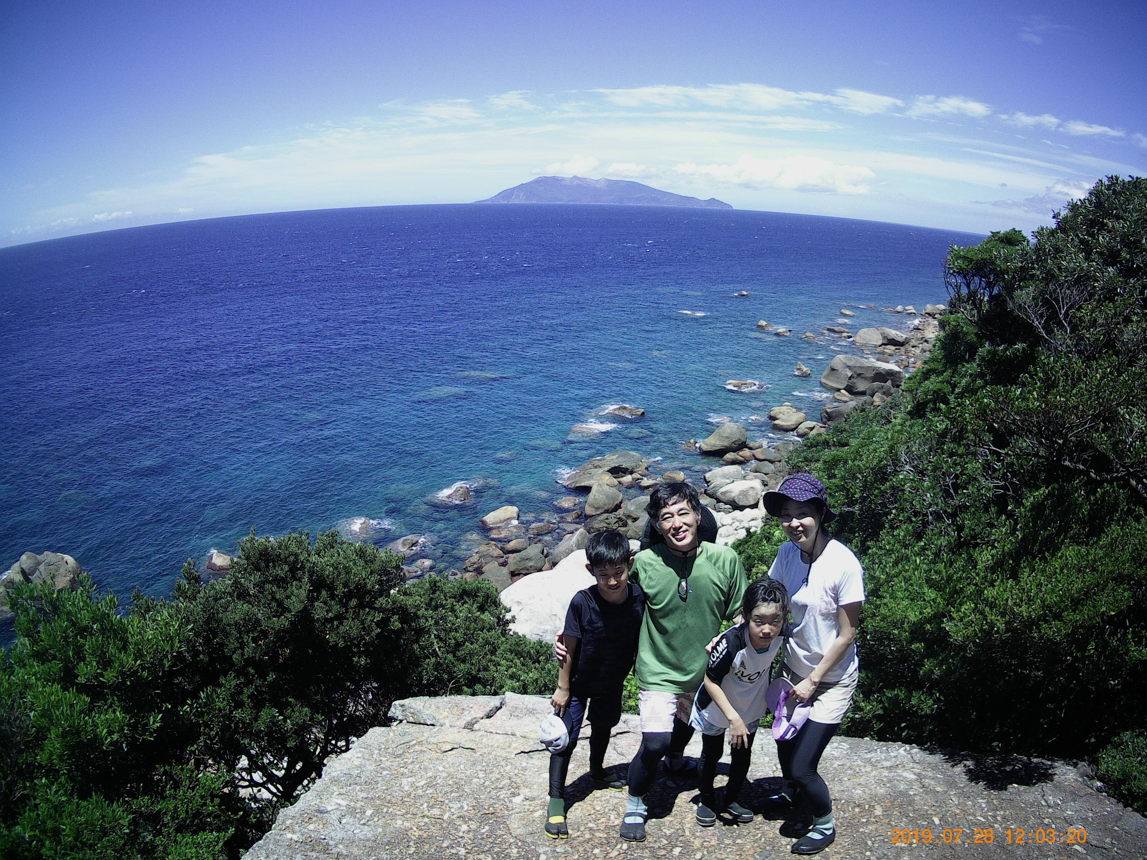 屋久島ガイド・会田の大好きなスポットでSさんファミリーの家族写真