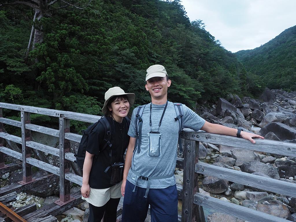 小杉谷橋の上でこの日最初のツーショット写真