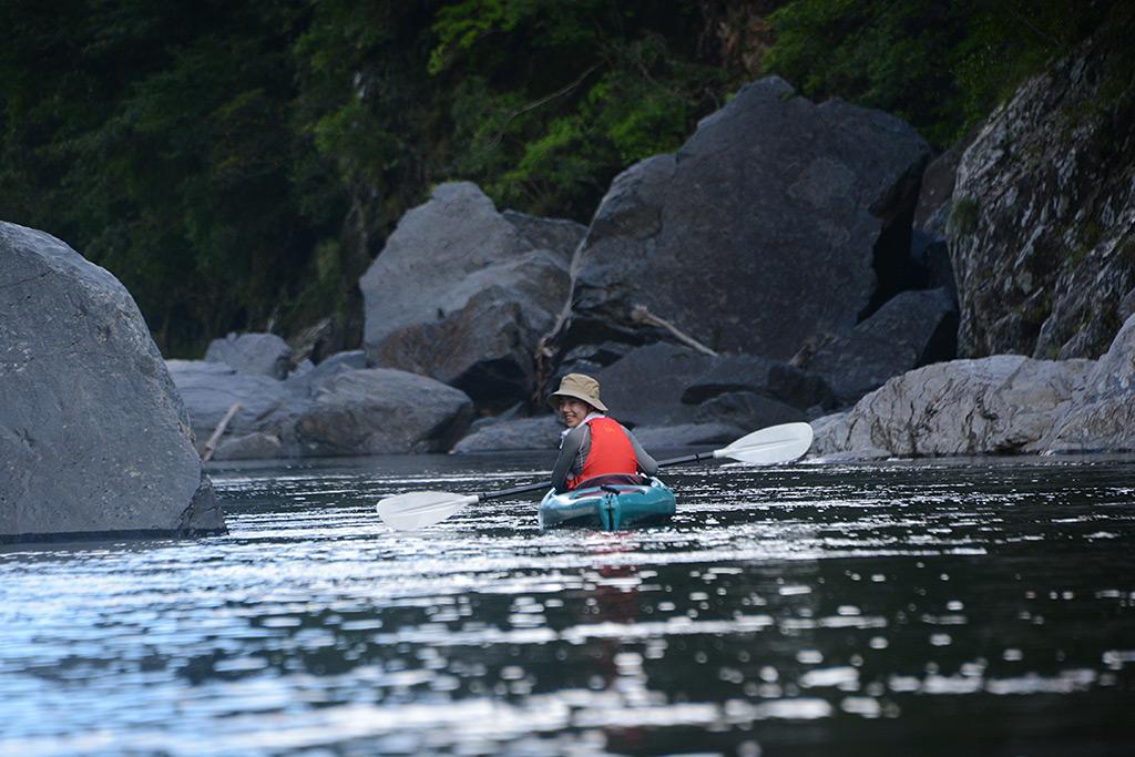 増水にも負けず、河川を選び直して楽しんだ真夏のような日のカヤック&沢登りツアー